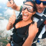 Der Bachelor 2020 Folge 6 - Desiree genießt den Fallschirmsprung