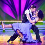 Let's Dance 2020 Show 1 - Steffi Jones und Robert Beitsch tanzen Quickstep