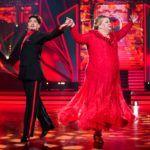 Let's Dance 2020 Show 1 - Ilka Bessin und Erich Klann tanzen Wiener Walzer