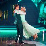 Let's Dance 2020 Show 6 - Ulrike von der Groeben und Valentin Lusin tanzen Slowfox