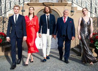 V.l.: Paul Verhoven (Lennart Betzgen), Livia Verhoven (Livia Matthes), Alexander Verhoven (Frederik Götz), Robert Verhoven (Heinz Hoenig) und Eva Verhoven (Stephanie Japp).