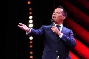 Das Supertalent 2020 Show 1 - Dave Kaufmann - Sänger aus Neufahrn