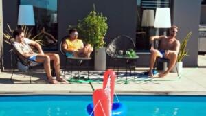 Die Bachelorette 2020 Folge 2 - Leander, Daniel H. und Florian entspannen am Pool