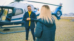 Der Bachelor 2021 Folge 4 - Niko begrüßt Stephie in der Hansestadt