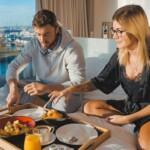 Der Bachelor 2021 Folge 4 – Niko überrascht Stephie mit einem gemeinsamen Frühstück im Bett