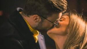 Der Bachelor 2021 Folge 4 - Niko und Stephie küssen sich