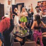 Der Bachelor 2021 Folge 4 – Kostümparty mit Esther, Kim-Denise, Kim Virginia, Denise und Debora