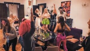 Der Bachelor 2021 Folge 4 - Kostümparty mit Esther, Kim-Denise, Kim Virginia, Denise und Debora