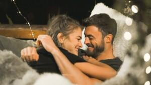 Der Bachelor 2021 Folge 5 - Mimi und Niko kuscheln ausgiebig