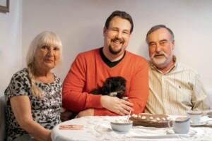 Schwiegertochter gesucht 2021 - Hobby-Tänzer Arne mit Mama Erika und Papa Dieter