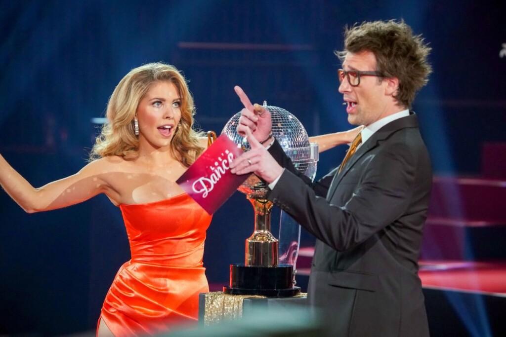 """Die """"Let's Dance""""-Moderatoren Victoria Swarovski und Daniel Hartwich."""