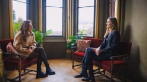 Der Bachelor 2021 Folge 8 - Michèle im Gespräch mit Nikos Schwester Christina