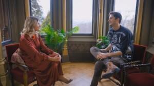 Der Bachelor 2021 Folge 8 - Stephie im Gespräch mit Nikos Bruder Alex