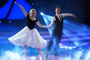 Let's Dance 2021 Show 1 - Ilse DeLange und Evgeny Vinokurov tanzen Wiener Walzer