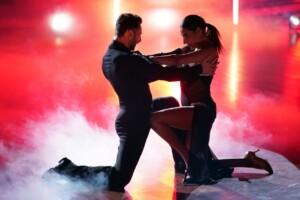 Let's Dance 2021 Show 1 - Senna Gammour und Robert Beitsch tanzen Tango
