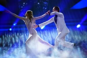 Let's Dance 2021 Show 1 - Kim Riekenberg und Pasha Zvychaynyy tanzen langsamen Walzer