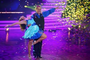 Let's Dance 2021 Show 1 - Jan Hofer und Christina Luft tanzen Cha Cha Cha