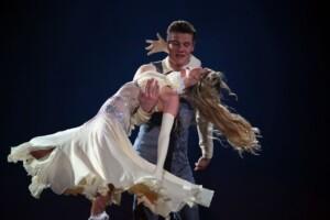 Let's Dance 2021 Show 1 - Simon Zachenhuber und Patricija Belousova tanzen Wiener Walzer