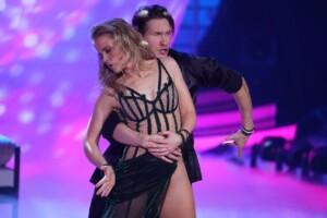 Let's Dance 2021 Show 2 - Ilse DeLange und Evgeny Vinokurov tanzen Rumba