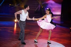 Let's Dance 2021 Show 2 - Senna Gammour und Robert Beitsch tanzen Jive