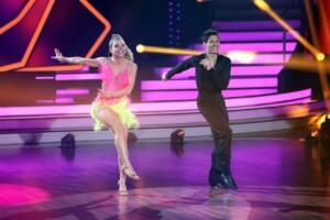 Let's Dance 2021 Show 3 - Lola Weippert und Christian Polanc tanzen Jive