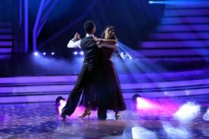 Let's Dance 2021 Show 3 - Senna Gammour und Robert Beitsch tanzen Slowfox
