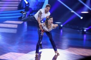 Let's Dance 2021 Show 3 - Rúrik Gíslason und Renata Lusin tanzen Jive