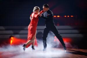 Ilse DeLange und Evgeny Vinokurov tanzen Tango.