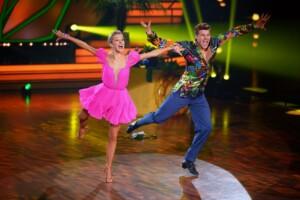 Simon Zachenhuber und Patricija Belousova tanzen Jive.