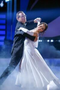 Let's Dance 2021 Show 7 - Jan Hofer und Christina Luft tanzen Langsamer Walzer