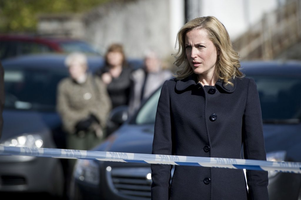 """The Fall- Tod in Belfast"": Die Polizistin Stella Gibson (Gilligan Anderson) am Tatort."