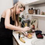 Das perfekte Promi Dinner - Bachelor Spezial - Anna Hofbauer in der Küche