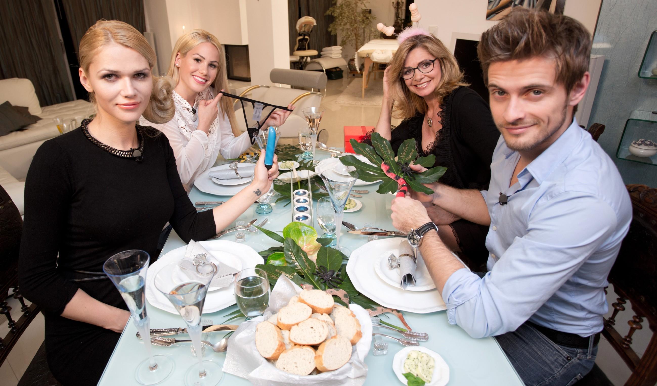 Promi Dinner - Dschungel-Spezial - Sara Kulka, Angelina Heger, Maren Gilzer und Jörn Schlönvoigt