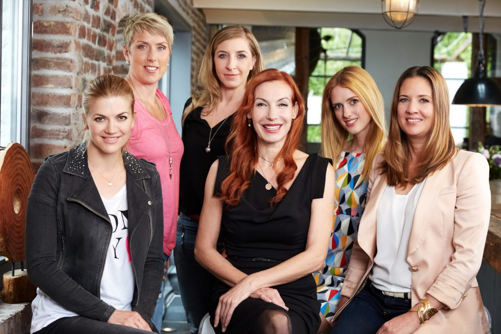 V.l.: Nina Bott, Christina Obergföll, Anni Friesinger, Ute Lemper, Wilma Elles, Dana Schweiger