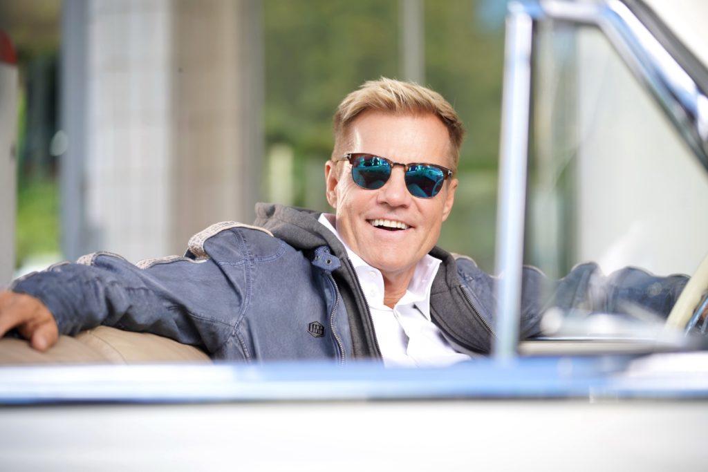 Die Doku dreht sich um das Phänomen Dieter Bohlen: Seine größten Erfolge als Musiker, Komponist und Produzent sowie als Fernsehstar und neuerdings Influencer.