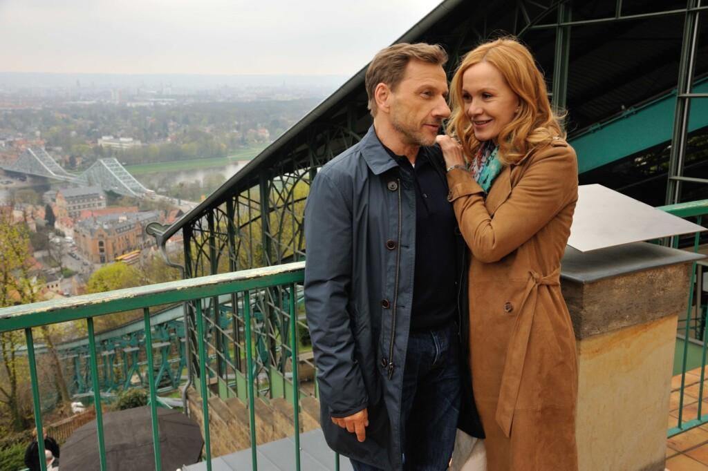 Anne (Katja Flint) fühlt sich sehr zu Gregor (Richy Müller) hingezogen.