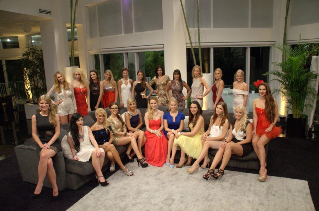 In einem neuen Shooting zeigen die Damen nun, was sie zu bieten haben, um beim neuen Bachelor anzukommen.