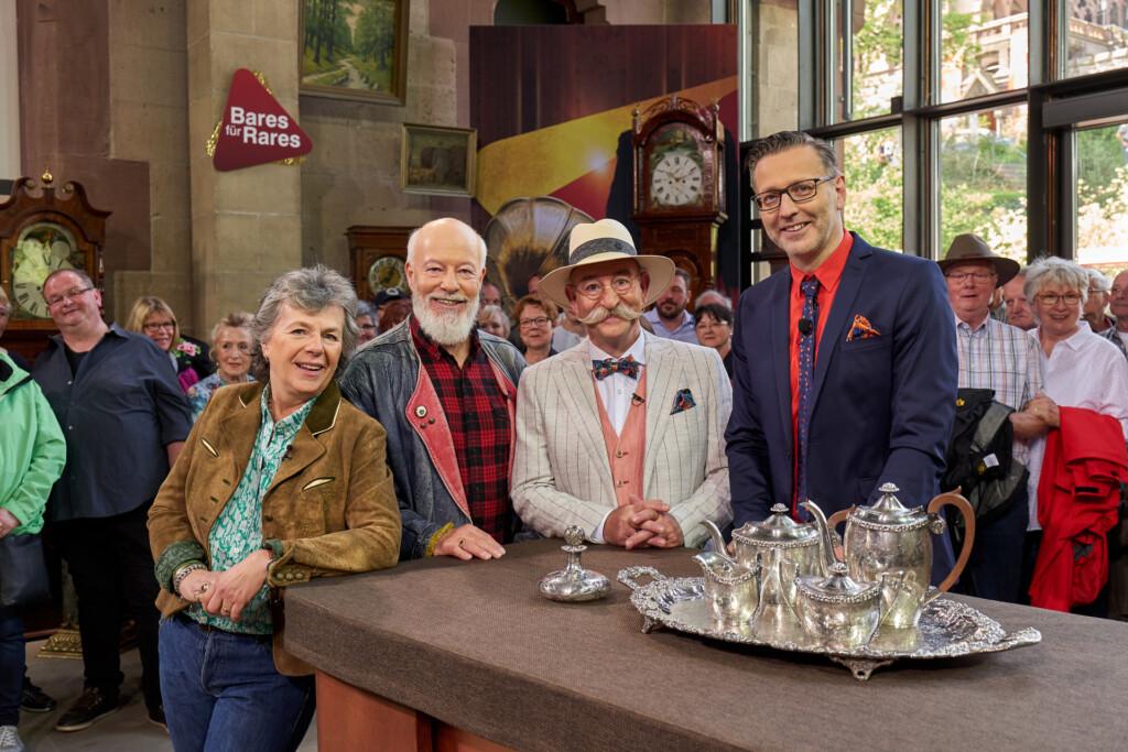 Schauspieler- und Comedian-Ehepaar Margie Kinsky und Bill Mockridge, Moderator Horst Lichter und Experte Detlev Kümmel.