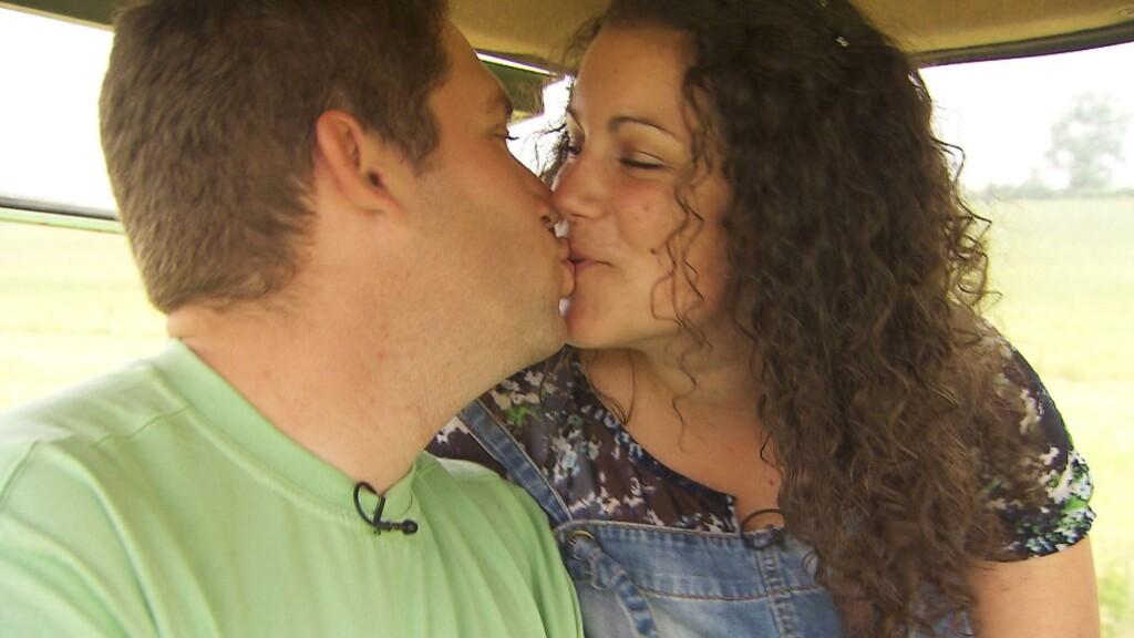 Der liebevolle Luxemburger Guy (28) und Victoria (26) sind glücklich verliebt.