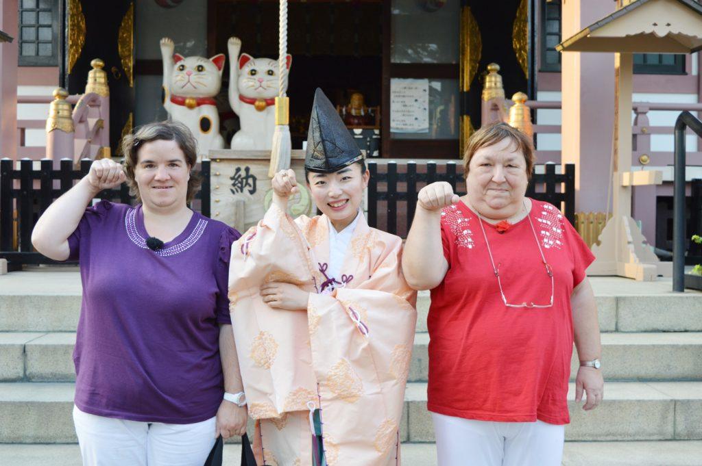 Beate und Irene entdecken Japan.