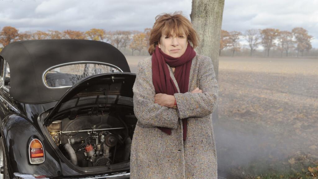 Bella Block (Hannelore Hoger) ist aufgrund einer Autopanne in der Provinz gestrandet.