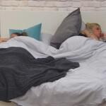 Big Brother Tag 10 – Bianca und Sharon teilen sich ihr Bett