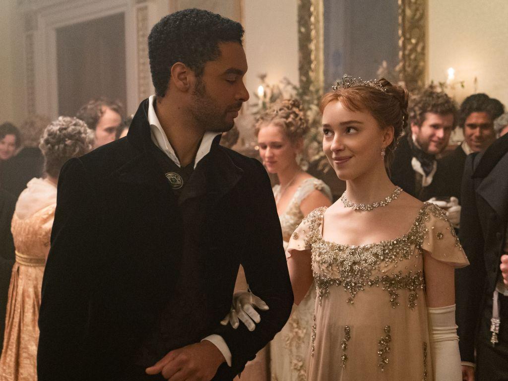 Nun spricht sie sich dafür aus, dass sie in der zweiten Staffel mehr von dem sexverrückten Paar Daphne und dem Herzog von Hastings - gespielt von Phoebe Dynevor (25) und Regé-Jean Page (31) - sehen möchte.