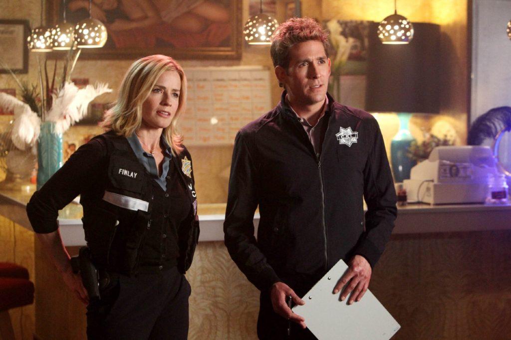 Der Tod eines 16-jährigen Mädchens führt die CSI-Ermittler Julie Finlay (Elisabeth Shue) und Greg Sanders (Eric Szmanda) ins Rotlichtmilieu, wo düstere Familiengeheimnisse ans Tageslicht kommen...
