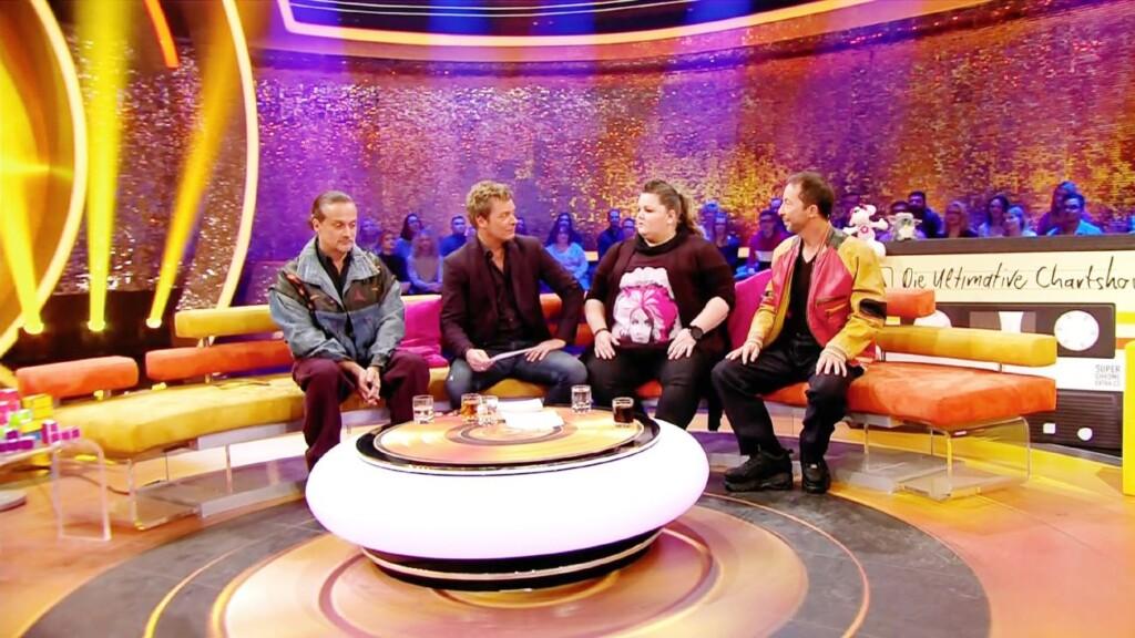 """Moderator Oliver Geissen (2.v.l.) mit seinen Gästen: Produzent Alex Christensen (""""U96"""", l.), Schauspielerin Manuela Wisbeck und DJ Bobo."""