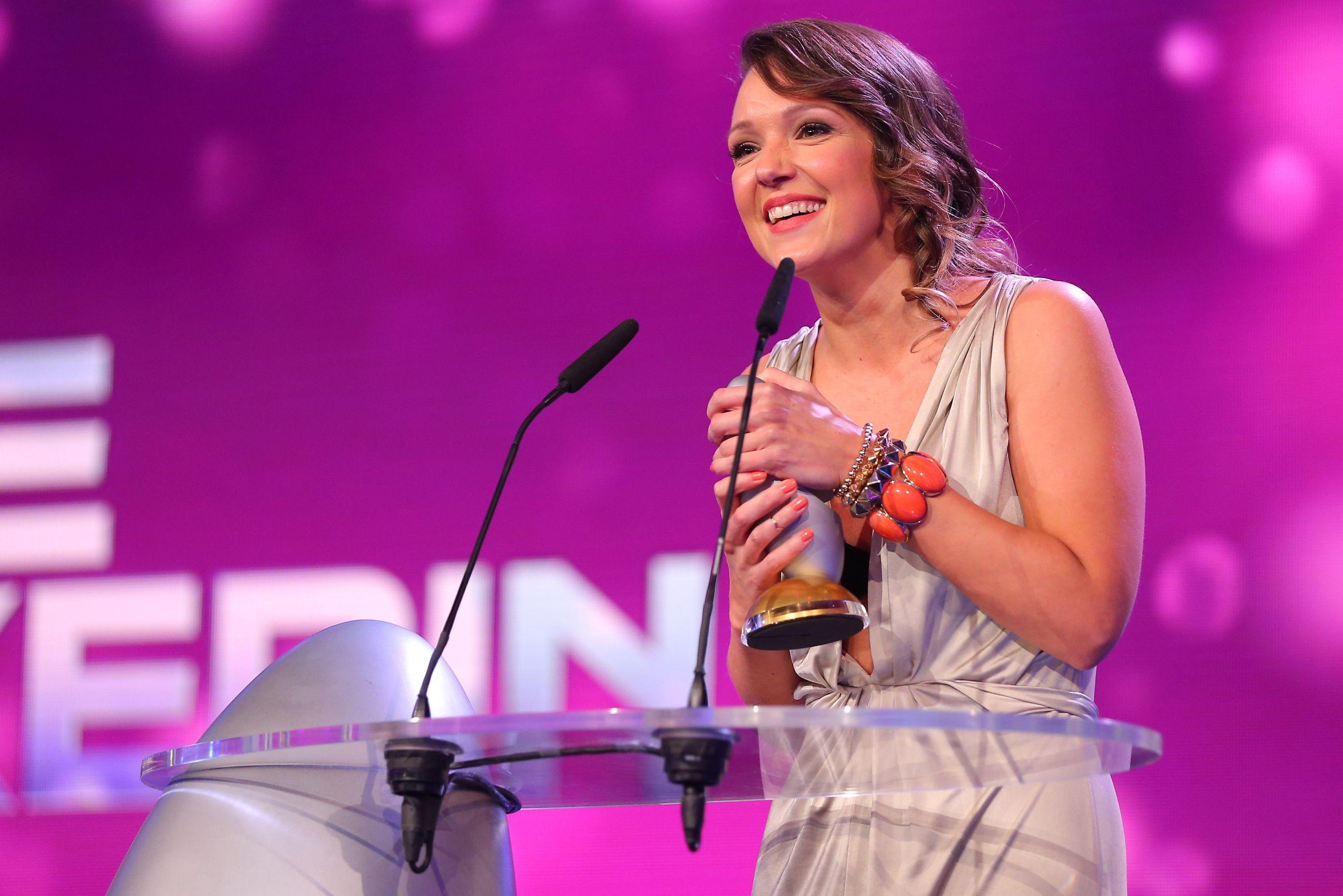 """Auch in diesem Jahr präsentierte die bekannte """"Comedypreis""""-Trägerin Carolin Kebekus die glamouröse und witzige Preisverleihung."""