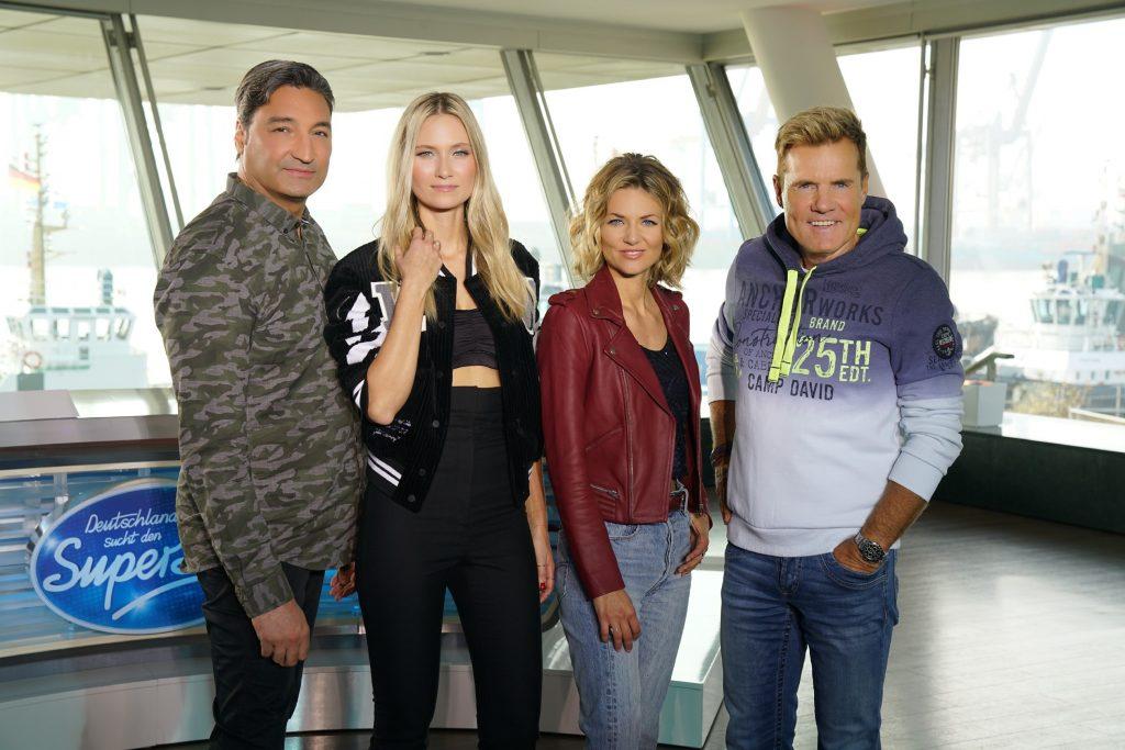 DJ und Musikproduzent Mousse T. (l.), die Popsängerin Carolin Niemczyk (2.v.l.) und Sängerin Ella Endlich nehmen neben Poptitan und Chefjuror Dieter Bohlen am Jurypult Platz.