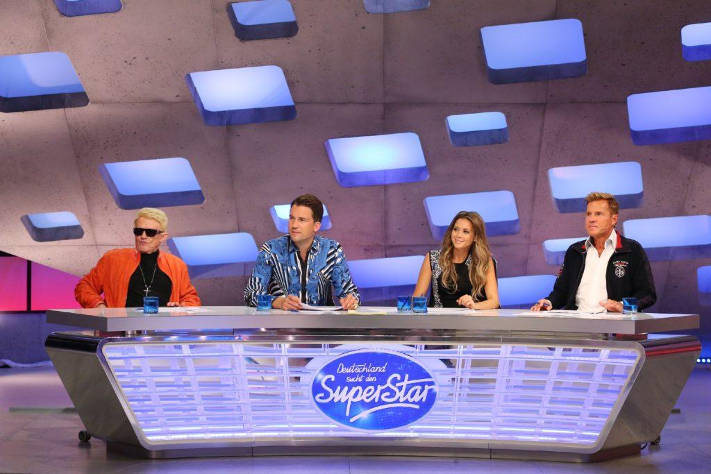 Die Jurymitglieder (v.l.) Heino, DJ Antoine, Mandy Capristo und Dieter Bohlen suchen in den Jurycastings die besten 110 Kandidaten für den Recall.