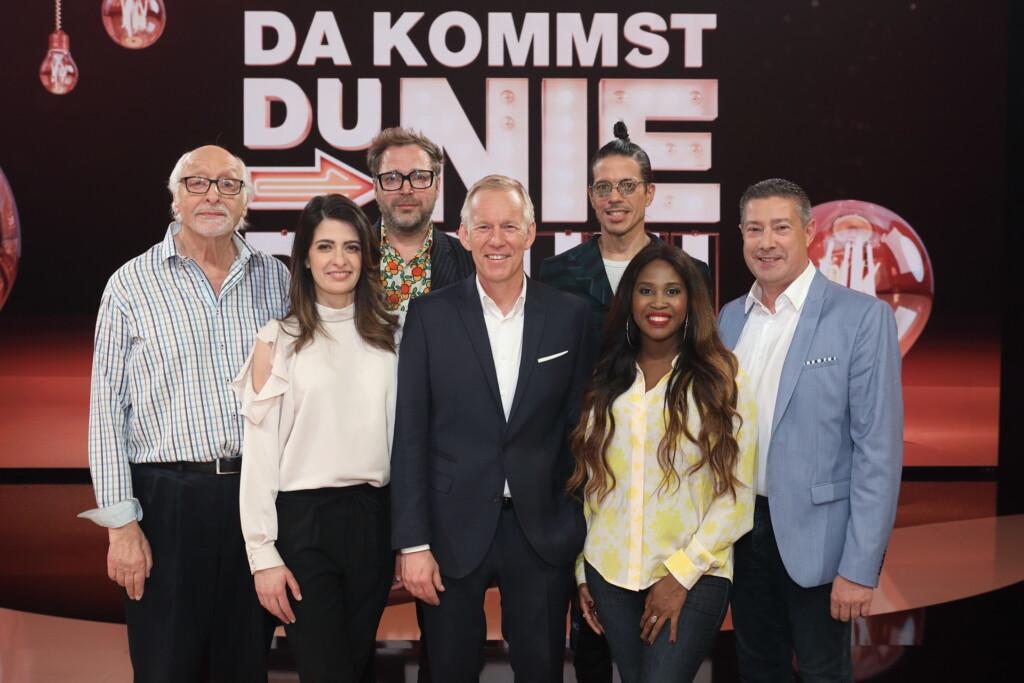 "Karl Dall, Linda Zervakis, Paul Panzer, Johannes B. Kerner, Jorge González, Motshegetsi ""Motsi"" Mabuse, Joachim Llambi."