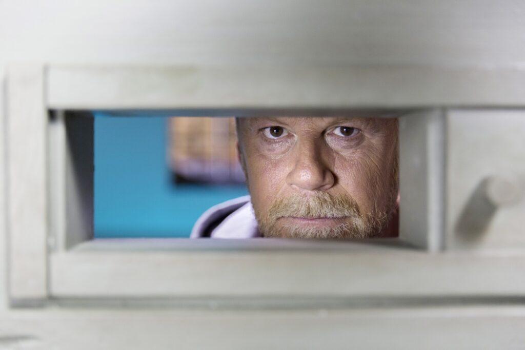 In Deutschland sitzen rund 71.000 Menschen im Gefängnis. Für zwei Wochen ist RTL-Reporter Jenke von Wilmsdorff einer von ihnen, um den Alltag im Knast zu erleben.